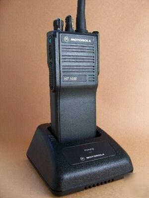 motorola radio ht1000 user manual rh pleasuredownloadyg cf Two-Way Radio Motorola Gang Chargers Motorola Police Radios
